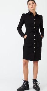 Czarna sukienka V by Very z jeansu z długim rękawem