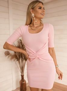 Różowa sukienka SELFIEROOM z okrągłym dekoltem mini
