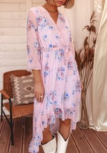 Różowa sukienka Latika w stylu casual z dekoltem w kształcie litery v wyszczuplająca