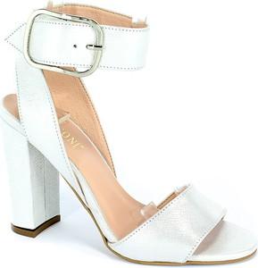 Sandały Visconi z klamrami
