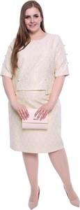 Różowa sukienka modneduzerozmiary.pl z długim rękawem z okrągłym dekoltem midi