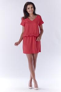 Czerwona sukienka Awama z dekoltem w kształcie litery v prosta
