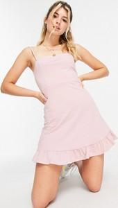 Różowa sukienka Asos na ramiączkach