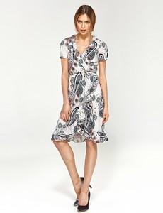 Sukienka Nife z dekoltem w kształcie litery v z krótkim rękawem w stylu casual