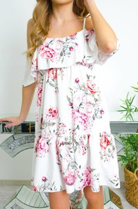 Sukienka Olika mini na ramiączkach