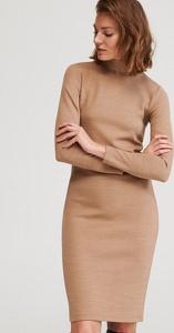 Brązowa sukienka Reserved z długim rękawem z golfem midi