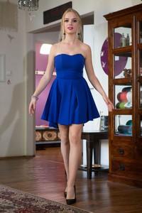 Sukienka Agnes mini bez rękawów z odkrytymi ramionami