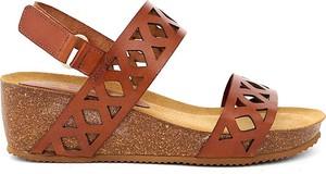 Sandały Clka na średnim obcasie na koturnie w stylu casual