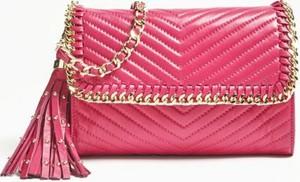 Różowa torebka Guess by Marciano mała w stylu glamour