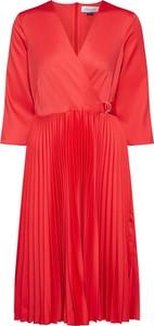 Czerwona sukienka Closet z długim rękawem z satyny
