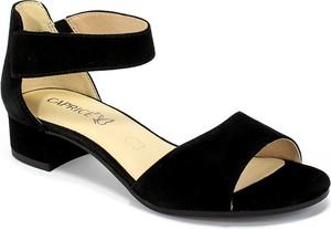 Sandały Caprice ze skóry na obcasie na średnim obcasie