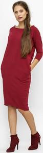 Czerwona sukienka Freeshion z okrągłym dekoltem z długim rękawem
