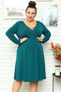Zielona sukienka KARKO z dzianiny z dekoltem w kształcie litery v z długim rękawem