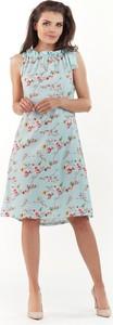 Niebieska sukienka Awama midi trapezowa z okrągłym dekoltem