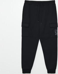 Czarne spodnie sportowe Cropp