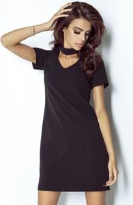 Czarna sukienka Ivon z dekoltem typu choker