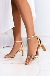 Złote sandały Casu ze skóry na wysokim obcasie z klamrami