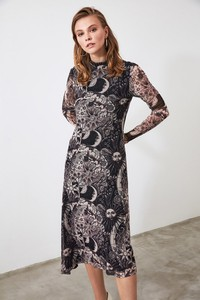 Sukienka Trendyol z długim rękawem