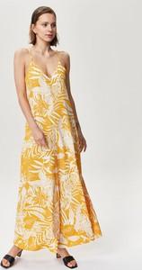 Żółta sukienka FEMESTAGE Eva Minge z tkaniny na ramiączkach z dekoltem w kształcie litery v