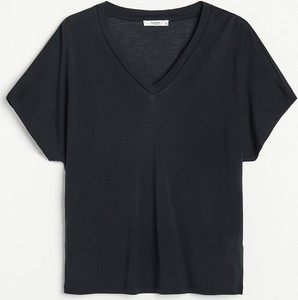 Czarny t-shirt Reserved w stylu casual z dekoltem w kształcie litery v