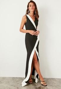 Sukienka Trendyol z dekoltem w kształcie litery v bez rękawów