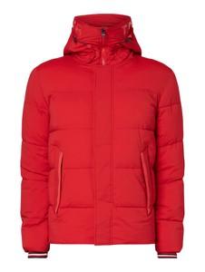 Czerwona kurtka Tommy Hilfiger w młodzieżowym stylu