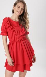 Czerwona sukienka born2be rozkloszowana mini z okrągłym dekoltem