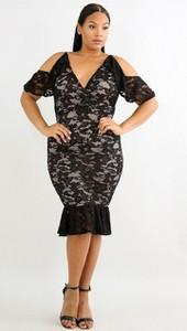 Sukienka noshame.pl dopasowana z krótkim rękawem midi