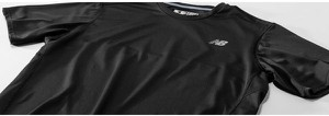 Czarna koszulka New Balance w sportowym stylu z krótkim rękawem
