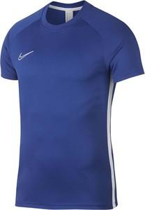 Niebieski t-shirt _nike z krótkim rękawem w sportowym stylu
