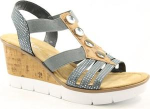 Granatowe sandały Rieker w młodzieżowym stylu na średnim obcasie