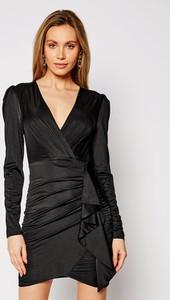 Czarna sukienka Guess z dekoltem w kształcie litery v w stylu casual