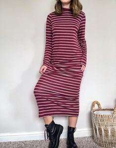 Czerwona sukienka Asos koszulowa maxi z długim rękawem