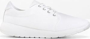 Białe buty sportowe bonprix bpc bonprix collection bez wzorów z płaską podeszwą