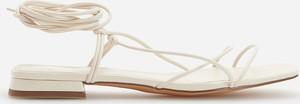 Sandały Reserved ze skóry z płaską podeszwą