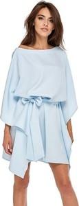Niebieska sukienka Ooh la la z długim rękawem oversize z okrągłym dekoltem