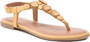 Żółte sandały Tamaris z płaską podeszwą
