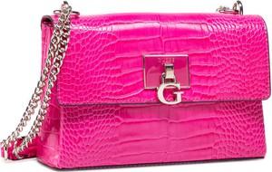 Różowa torebka Guess matowa mała na ramię