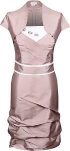 Różowa sukienka Fokus z krótkim rękawem