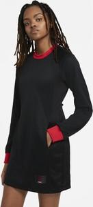 Czarna sukienka Nike trapezowa