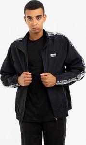Czarna kurtka Adidas Originals w sportowym stylu