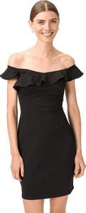 Czarna sukienka Guess z dekoltem w łódkę mini z krótkim rękawem