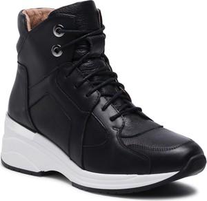 Czarne buty sportowe Eksbut sznurowane na koturnie