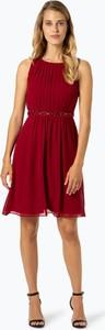 Czerwona sukienka Marie Lund bez rękawów rozkloszowana z szyfonu
