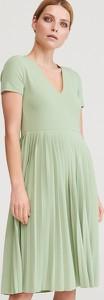 Zielona sukienka Reserved z krótkim rękawem midi w stylu casual