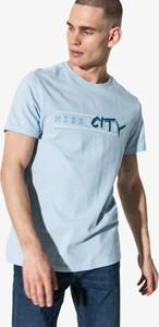 T-shirt Confront z krótkim rękawem w młodzieżowym stylu