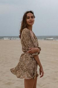 Brązowa sukienka Marsala z długim rękawem mini