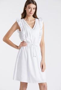 Sukienka Monnari z dekoltem w kształcie litery v