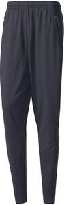 Granatowe spodnie sportowe Adidas w street stylu