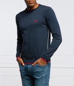 Niebieski sweter Hugo Boss z okrągłym dekoltem